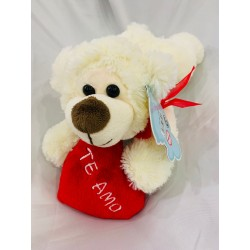 oso acostado con corazón